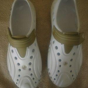 Shoes - Women's Dawgs shoes